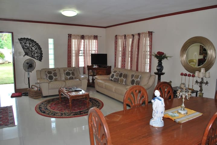 Fully Furnished house with air-conditioned rooms - Naga - Dům
