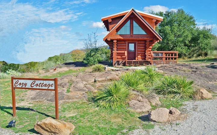 Enjoy a Cozy Efficiency Log Cabin with Waterfront Access & amenities
