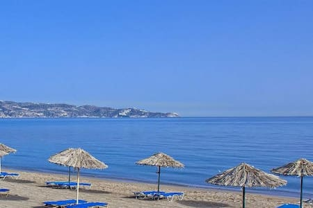 Self catering one bedroom apartments near the sea. - Gazi - Apartemen