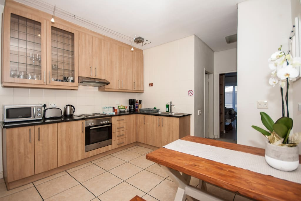Fully equipped kitchen with dinning table