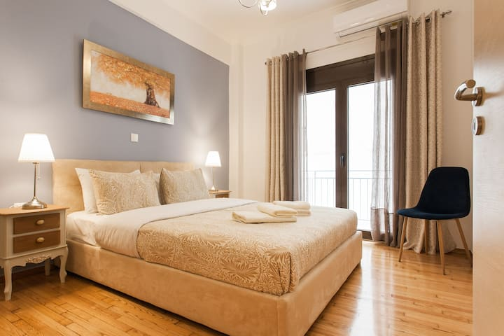 An Elegant 50 m2 Apartment in the Center of Athens