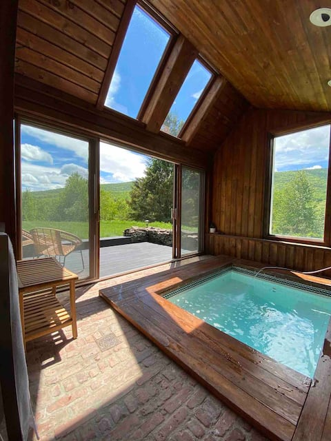 Catskills, secluded, a renovated 1840s Barn w/SPA
