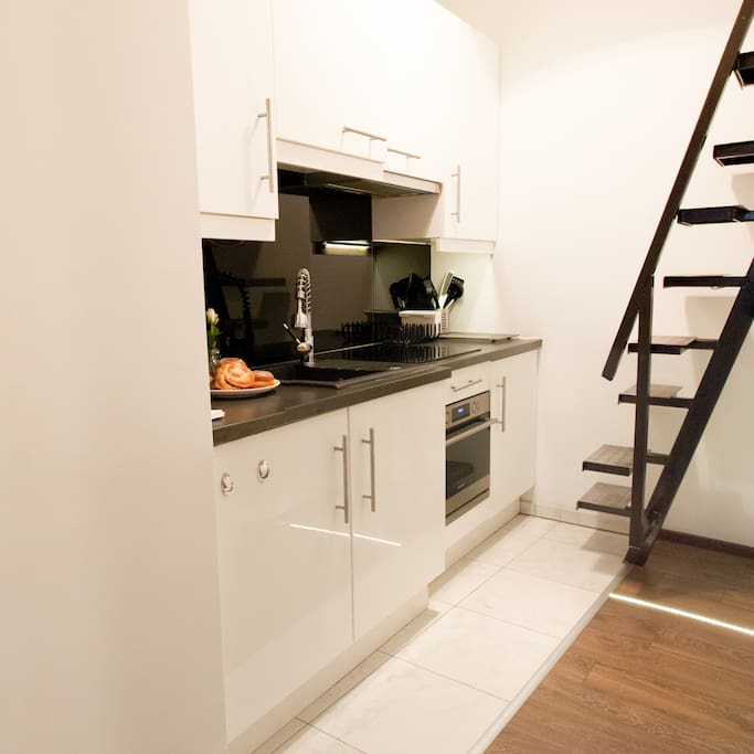 Kitchen and the entresol bed