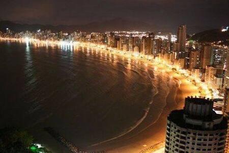 Quarto 2 pessoas com vista para o Mar.