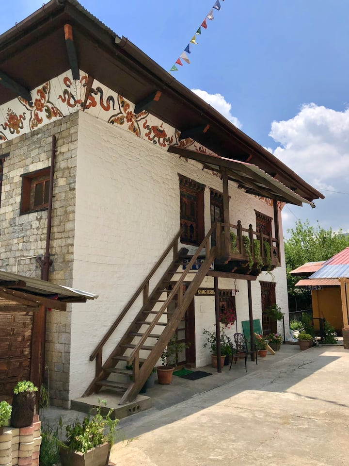Khang Heritage: 2 BHK Cozy & Clean Home w/ Patio