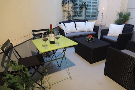 Spacious, central one-bedroom apt - Limoux