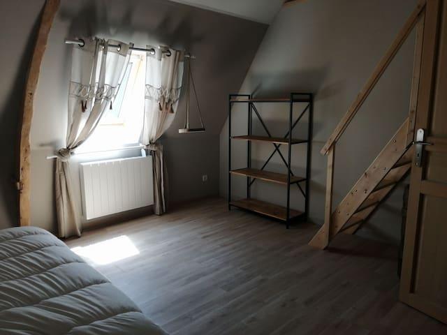 Première chambre avec mezzanine.