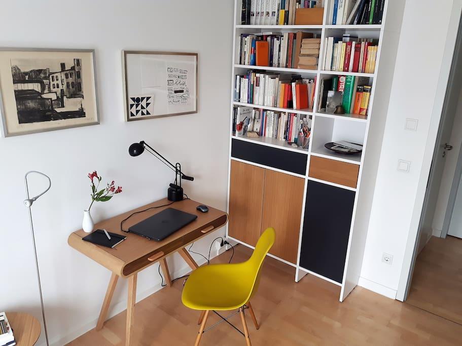 Gästezimmer mit Arbeitsplatz