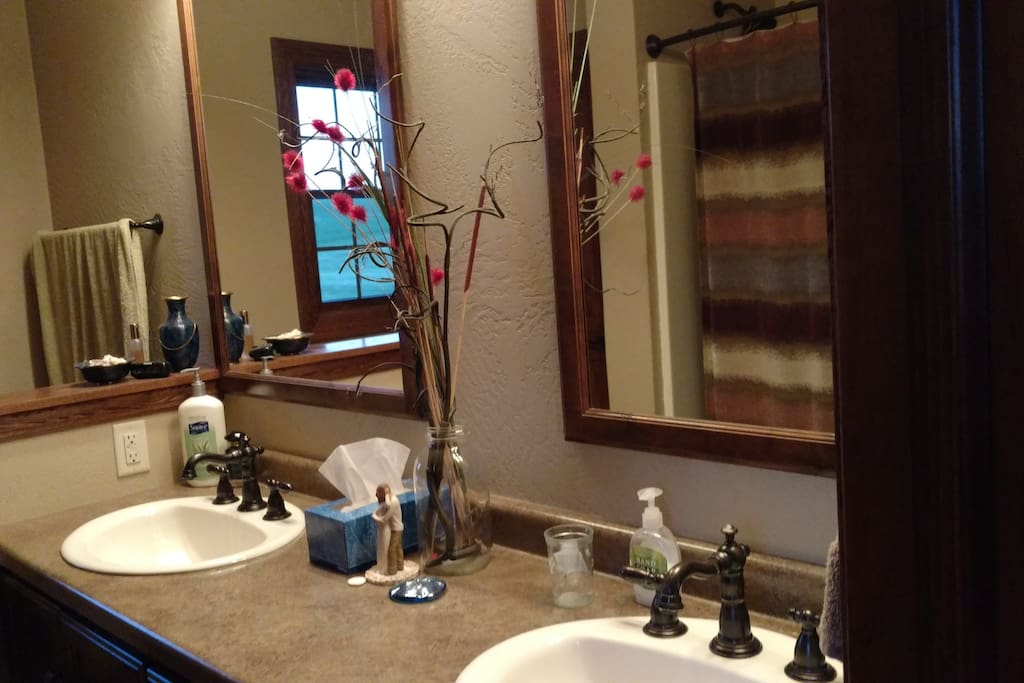 Master bath with dual sinks and full bath/shower