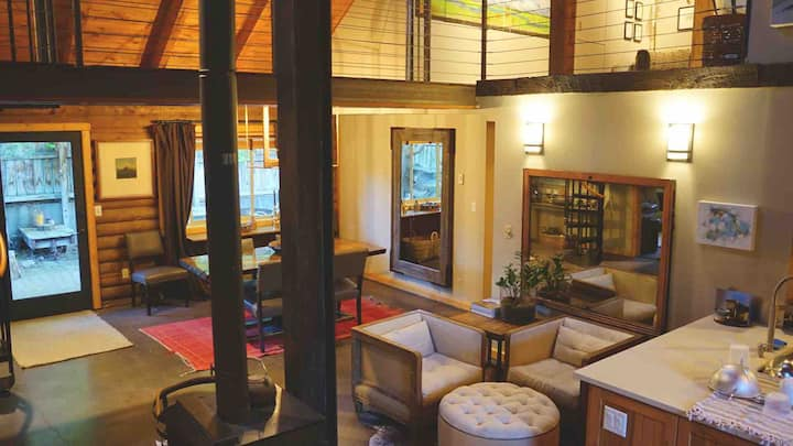 Comfortable Log Home close to town.