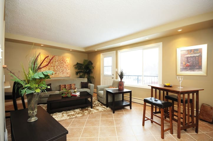 AMAZING  2 Bedroom CONDO - Better than a HOTEL