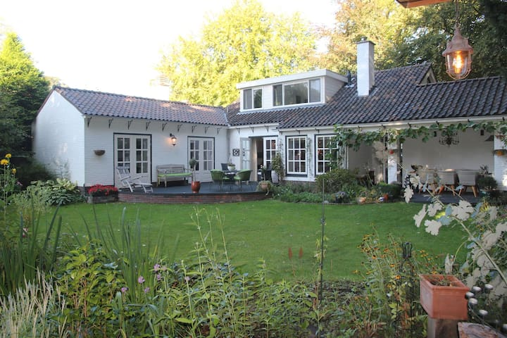 Lavish Villa in Huis Ter Heide with Garden