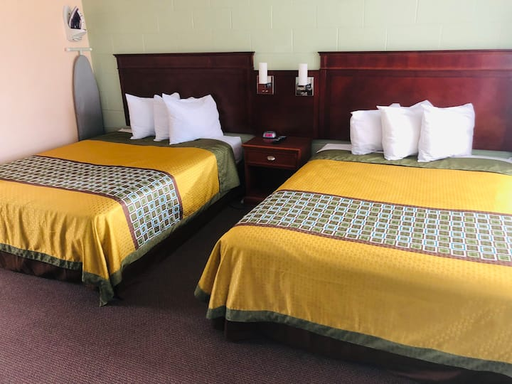 2 Queen beds room at Perth Plaza inn & Suites