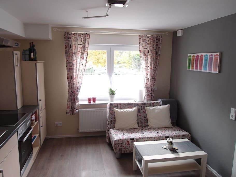Küche/Wohnzimmer mit Schlafcouch