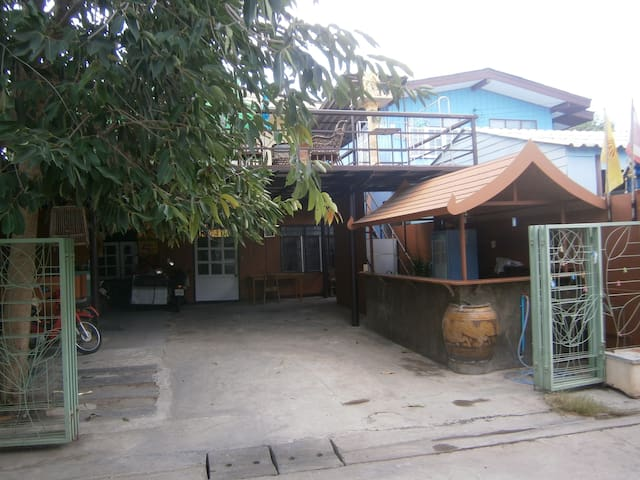 Somphon3 Bed&Breakfast-twin beds-parking space..