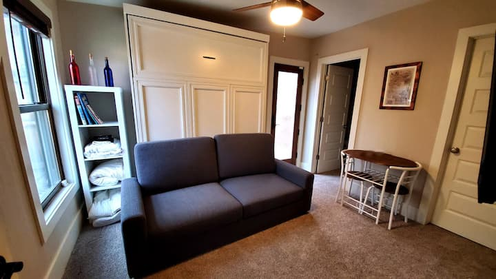Private Renovated Suite 5 mins to Downtown Denver