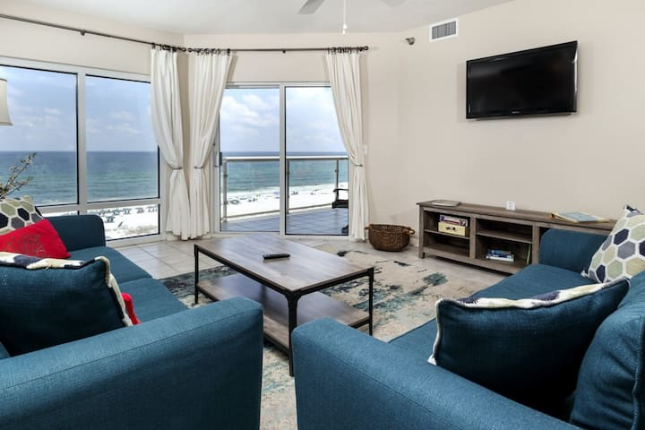 Incredible Views!! Gulf Front, Community Pools, Onsite Fitness Center!