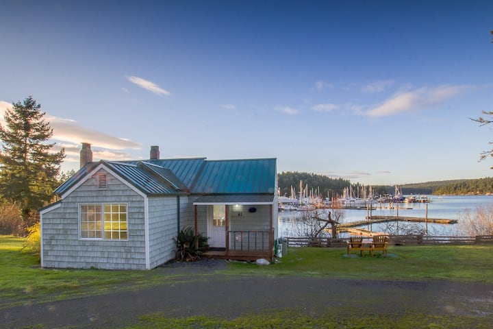 Waterfront Cottage just outside of Friday Harbor - (Best Place Cottage)