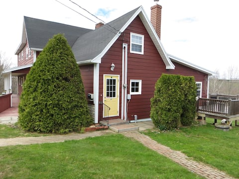 4 BR Country Living on Lake near Bridgewater N S