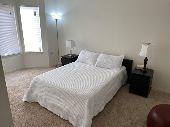 Habitación confortable, espaciosa, nítida!