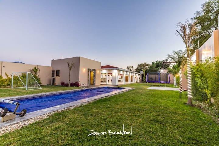 Hermosa casa con jardín