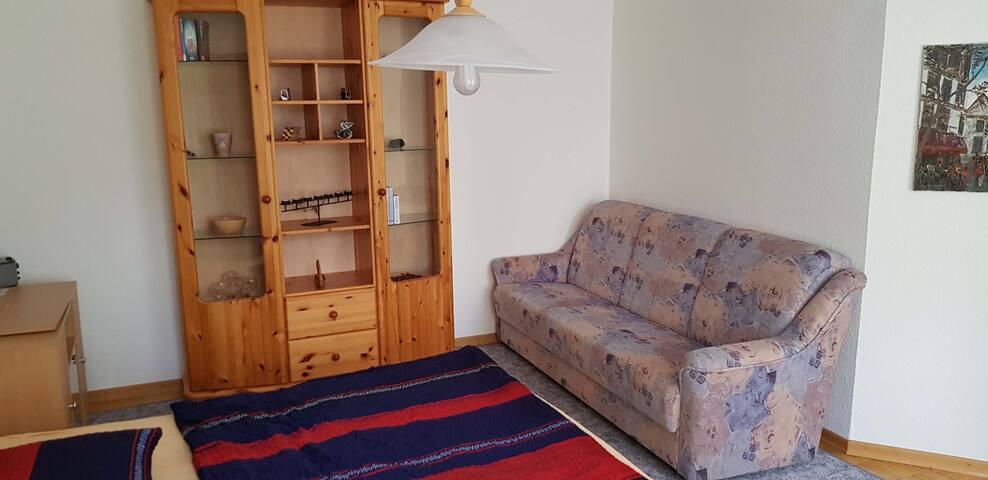 Schönes Doppelzimmer mit Schlafsofa im Ortskern