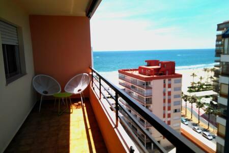 Un mirador al mar con piscina, garaje y wifi