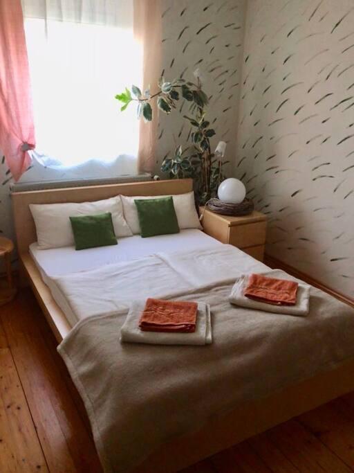 Gemütliches großes 140x200 Bett - mittelharte Matratze Ideal für einen erholsamen Schlaf