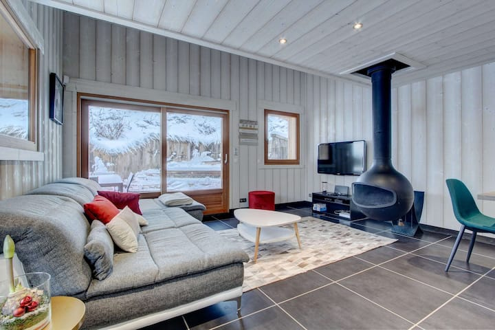 3 bedroom chalet near centre with terrace and spa