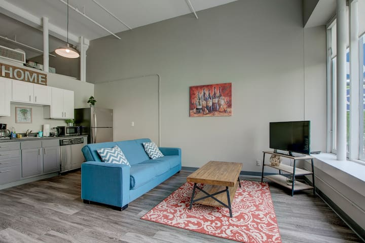 2BR Loft in Prime Denver City Center Location