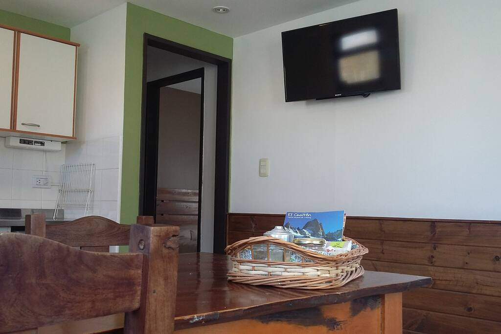 Cocina-comedor con TV