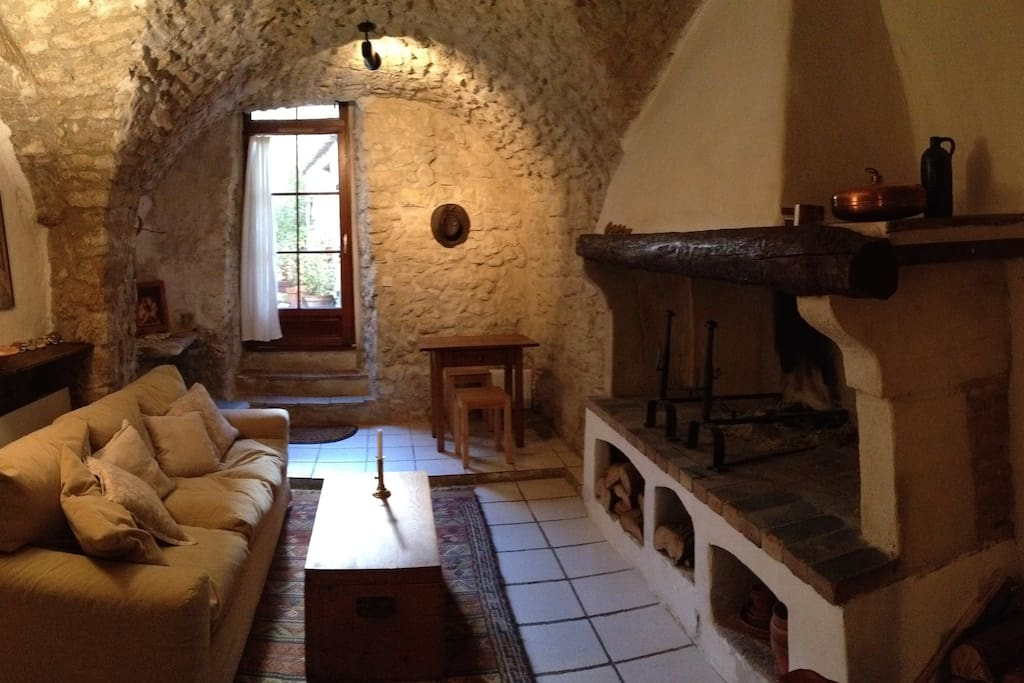 The living room, with 15th century stone vaults