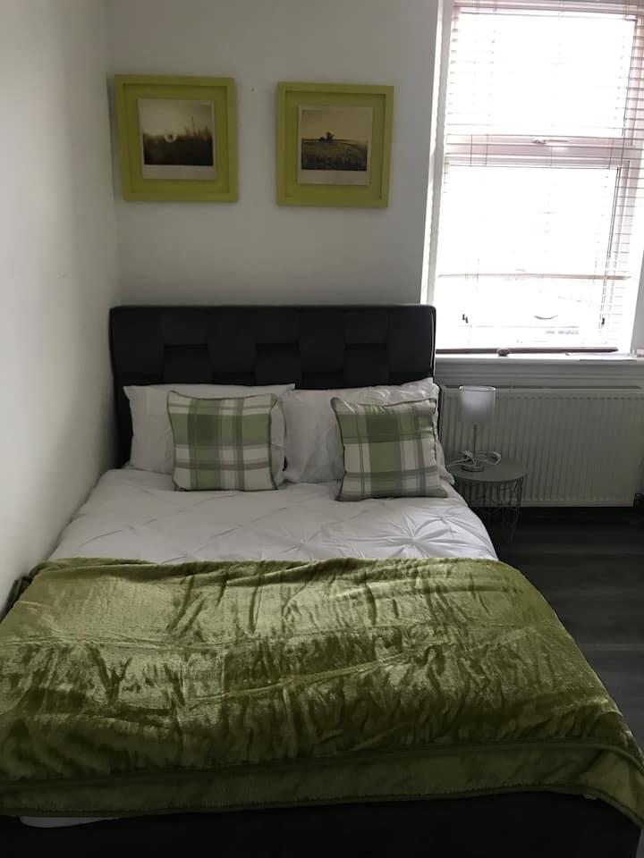 Nessie Apartment:Private room in city centre