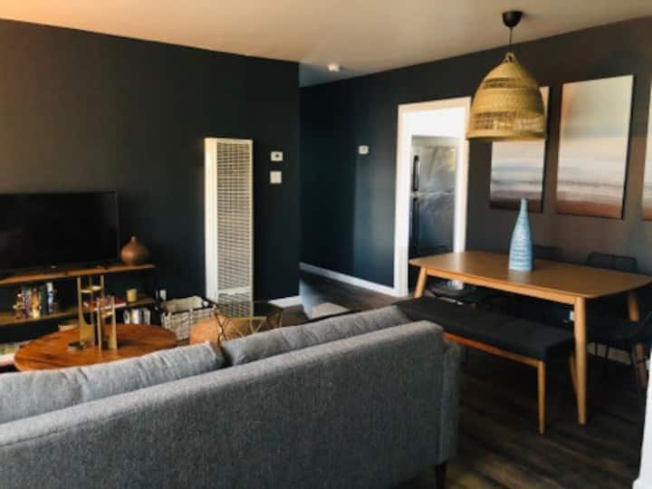 Newly designed Executive Apartment PET FRIENDLY