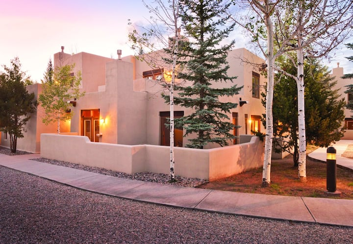 Cozy Studio in Historic Taos close to Shopping!