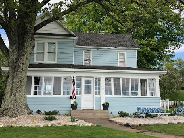 Bluff Home - UGOTTA Available- Harbor Springs