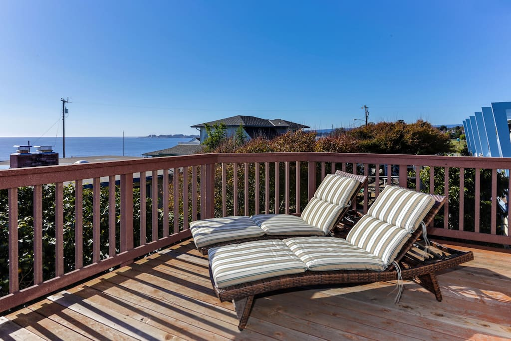 The deck overlooks Seacliff Beach and hosts beautiful sunsets!