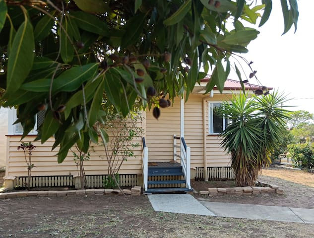 Granny flat- close to airport and shopping mall