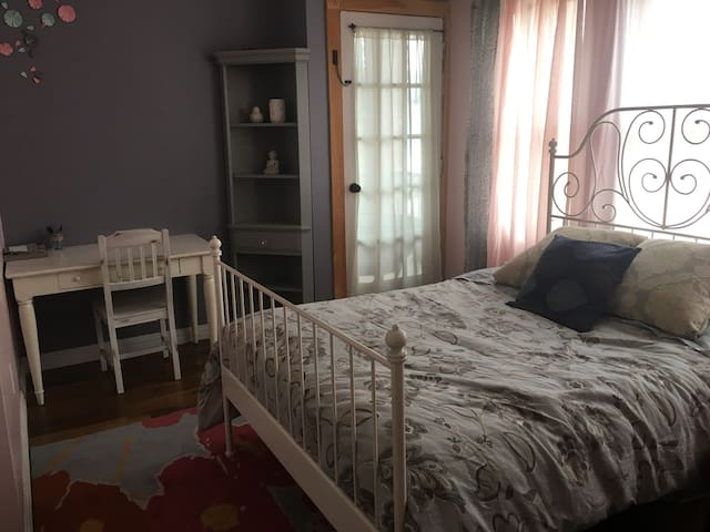 Beautiful bedroom close to NYC
