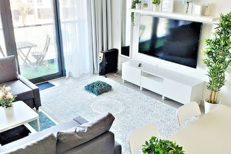 ⭐️2min→Beach ⭐️1BR+2 Sofa Beds ⭐️Netflix ⭐️Pool ⭐️
