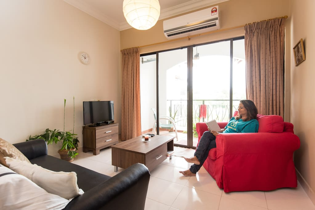 2.5hp aircon makes the living and dining area very cool