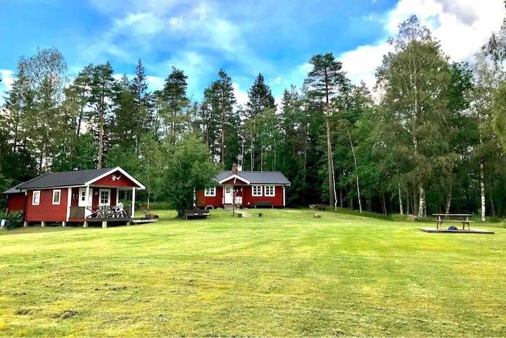 Sjö- och naturnära Mjöhult i Hallands skogar