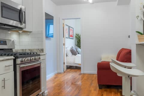 MODERN CONDO MINUTES TO NYC **FREE PARKING**