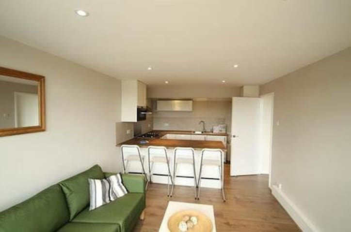 Two bedroomed flat in tranquil Wimbledon.
