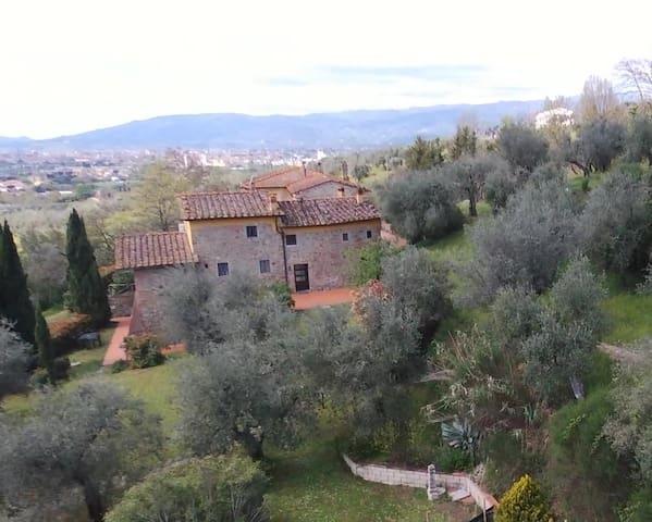 Antica casa colonica con giardino