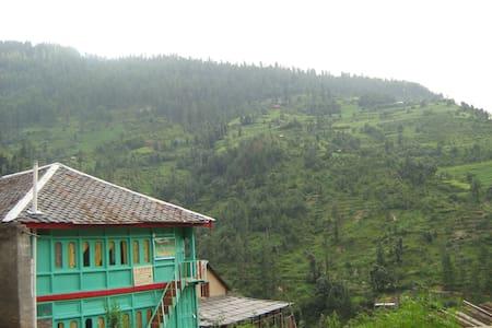 Tirthan Himalayan Hilltop Resort