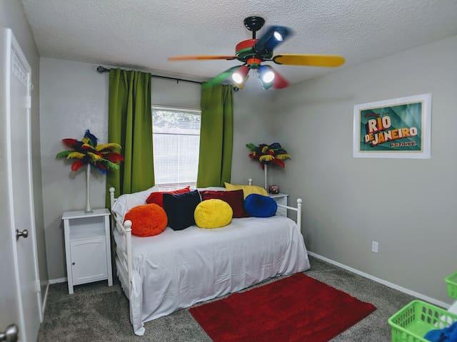 Private Room Near Att stadium, DFW airport Rangers