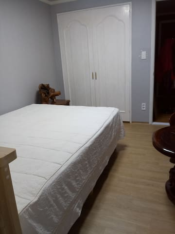 5min to Gyungpo Beach - 1 Queen Bed Room
