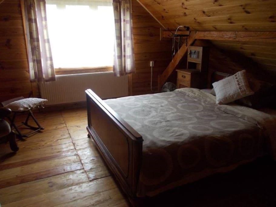 Pietrusza wola 50 forest log cabin chalet in affitto a for 2 camere da letto 2 bagni planimetrie della cabina di log