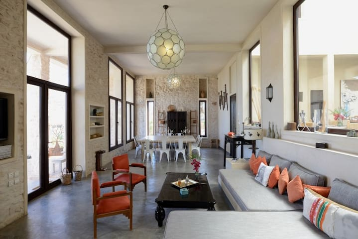 Beautiful villa with heated swimming pool,